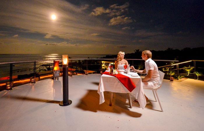 Thưởng thức bữa ăn tối lãng mạn với nhau